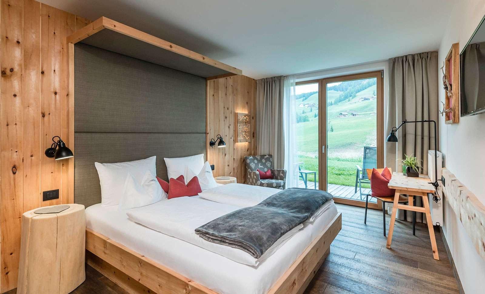 Naturhotel miraval eingebettet in die gro artige kulisse for Design hotel dolomiten