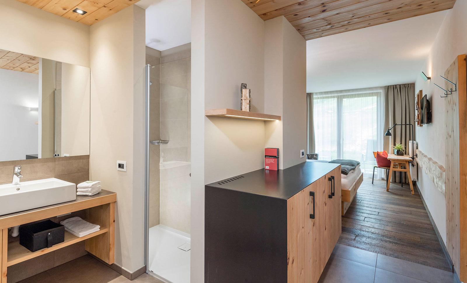 Moderne zimmer und suiten im nat rlich stylishen holz design for Zimmer designer